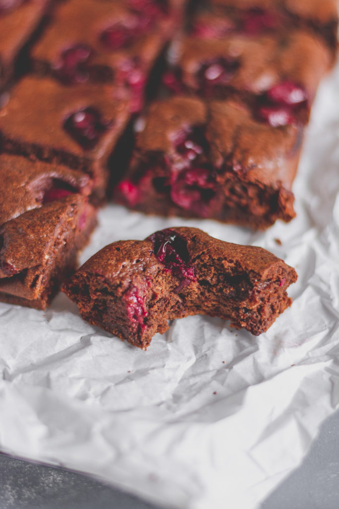 cukormentes meggyes sütemény